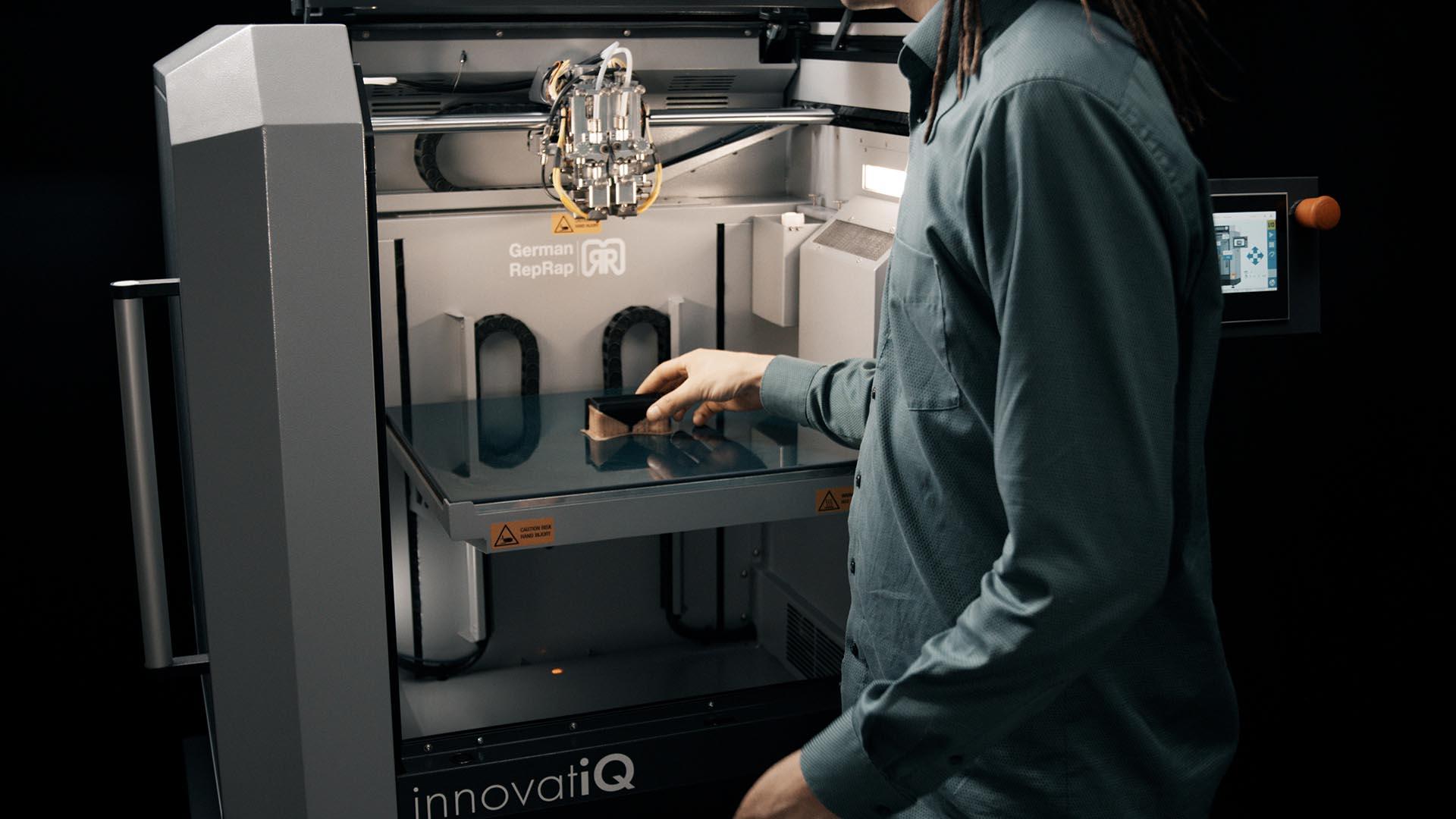 TiQ 5 Entnahme - 3D Drucker von innovatiQ = Germanreprap