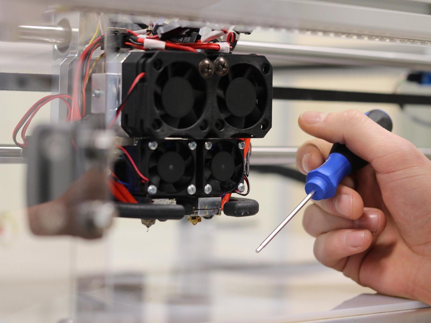 3D Drucker x400 von innovatiQ - Wartung